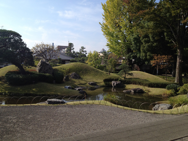 趣ある旧学校や、昔を再現された庭園